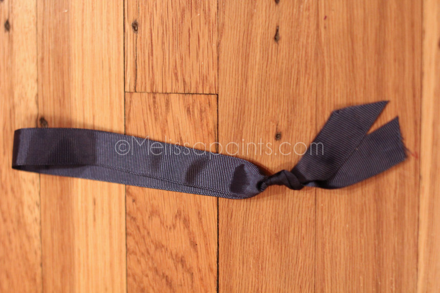 Tie the ribbon so that you have a looped circle of ribbon.